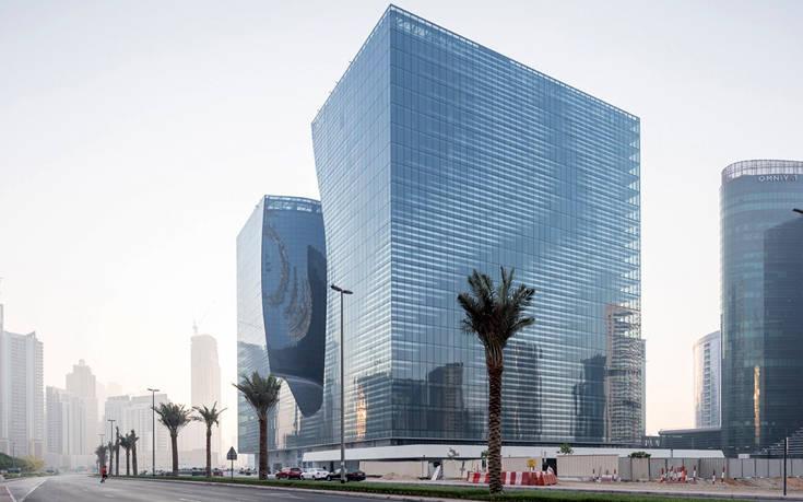 Το εντυπωσιακό ξενοδοχείο σε σχέδια της Ζάχα Χαντίντ στο κέντρο του Ντουμπάι