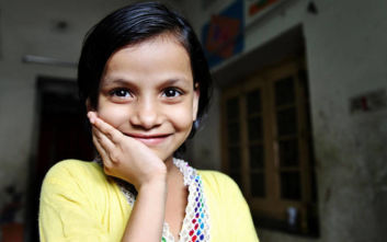Ένα σπίτι στο Μπανγκλαντές κάνει τα κορίτσια χαρούμενα
