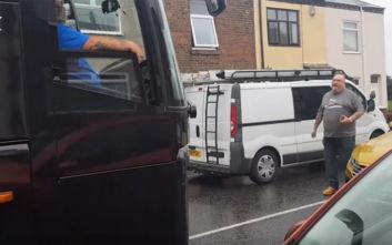 Οδηγός λεωφορείου και αυτοκινητιστής τσακώνονταν για 15 λεπτά ποιος θα κάνει πίσω!