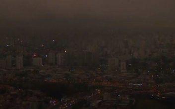 Όταν το σκοτάδι έπεσε στις τρεις το απόγευμα στο Σάο Πάολο