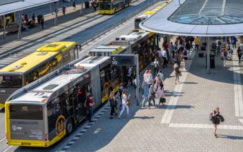 «Άνθισαν» οι στάσεις λεωφορείων στην Ολλανδία