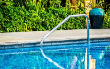 Τραγωδία στα Χανιά: Πέθανε ενώ κολυμπούσε στην πισίνα του