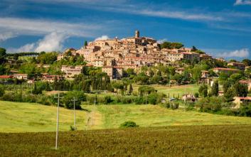 Μπολγκέρι, η μικρή πόλη της Τοσκάνης που μυεί στα μυστικά του κρασιού
