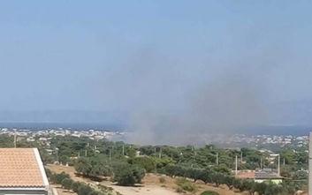 Φωτιά στην Αρτέμιδα, πληροφορίες ότι απομακρύνονται άνθρωποι