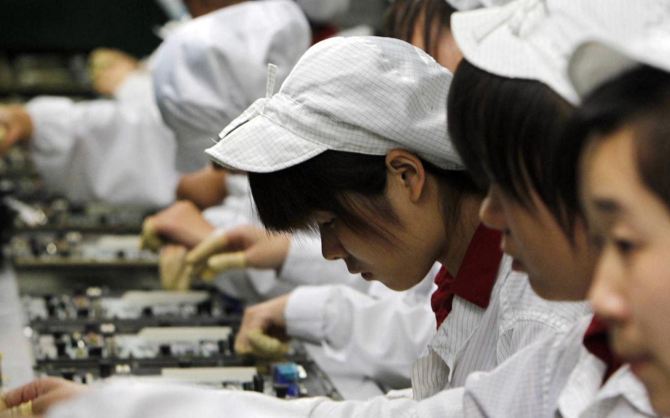 Foxconn: Οι ανατριχιαστικές πρακτικές των εργαζομένων που δίνουν ζωή στις συσκευές μας