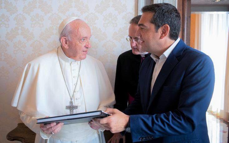 Το δώρο με ιδιόχειρη αφιέρωση του Πάπα στον Αλέξη Τσίπρα