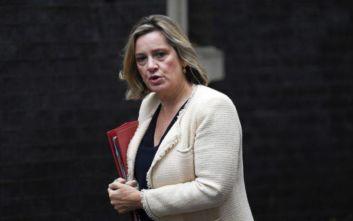 Παραιτήθηκε η υπουργός Εργασίας της Βρετανίας, Άμπερ Ραντ