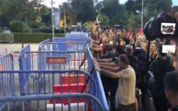 Διαδηλωτές επιχείρησαν να σπάσουν τον φραγμό του Βελλιδείου