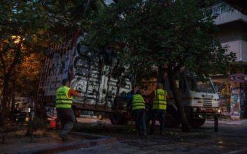 Εικόνες από την επιχείρηση του Δήμου Αθηναίων στα Εξάρχεια