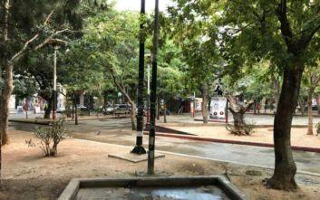 Εξάρχεια: Μεγάλη επιχείρηση για την απομάκρυνση κοντέινερ