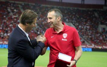 Super League 1: Η ΠΑΕ Ολυμπιακός βράβευσε τον Ντέιβιντ Μπλατ