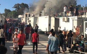 Μεγάλη φωτιά στον προσφυγικό καταυλισμό στη Μόρια