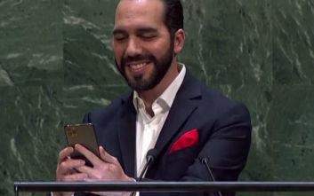 Ανέβηκε στο βήμα του ΟΗΕ και έβγαλε selfie ο πρόεδρος του Ελ Σαλβαδόρ