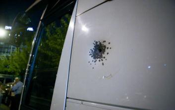 Πυροβολισμοί σε λεωφορείο στο Κάραβελ: «Στάθηκε ατάραχος και άρχισε να πυροβολεί»