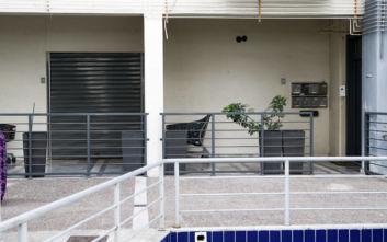 Οι αστυνομικοί θα βαφτίσουν το βρέφος που εγκαταλείφθηκε στην πολυκατοικία στη Νέα Ιωνία