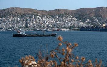 Πέραμα: Φράγματα γύρω από το δεξαμενόπλοιο που συγκρούστηκε με φορτηγό πλοίο
