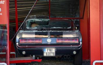 Ληστές μπούκαραν με το αμάξι σε κατάστημα στην Πέτρου Ράλλη