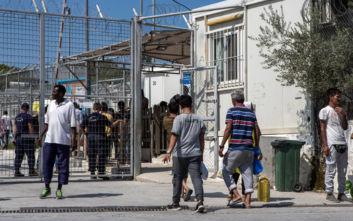 Μετακινούνται 350 πρόσφυγες από τη Μόρια