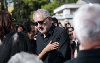 Λαυρέντης Μαχαιρίτσας: Με σπασμένη φωνή και δάκρυα οι επικήδειοι από Πορτοκάλογλου και Τσακνή