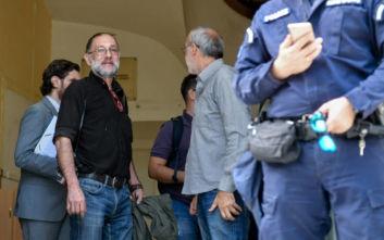 Ένωση Φωτορεπόρτερ για σύλληψη Σταματίου: Η εικόνα του με χειροπέδες παραπέμπει σε τριτοκοσμική χώρα
