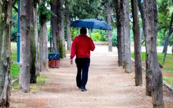 Καιρός: Πού περιμένουμε βροχές και καταιγίδες την Πέμπτη, τι θα γίνει στην Αττική