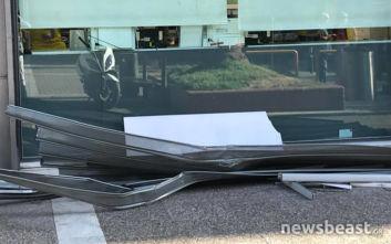 Ληστές προσπάθησαν να μπουν με το αυτοκίνητο σε κατάστημα αλλά απέτυχαν