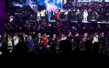 «Όλοι Μαζί Μπορούμε» στο Καλλιμάρμαρο: Με τραγούδια του Λαυρέντη Μαχαιρίτσα ξεκίνησε η συναυλία