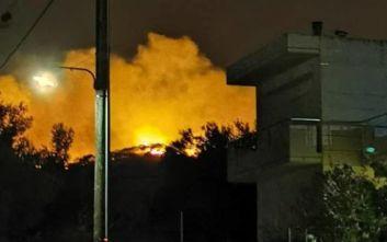 Σε εξέλιξη μεγάλη φωτιά στη Νέα Μάκρη