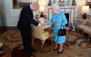 Ο Μπόρις Τζόνσον αρνήθηκε ότι είπε ψέματα στη βασίλισσα για το «κλείσιμο» της βρετανικής Βουλής