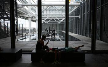 Άνδρας κατέστρεψε με κοπίδι γλυπτό στο Μουσείο Πομπιντού