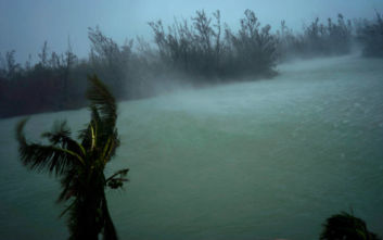 Υποβαθμίστηκε στην κατηγορία 3 ο τυφώνας Ντόριαν, παραμένει πάνω από τις Μπαχάμες