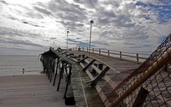 Ο κυκλώνας Ντόριαν πλήττει τη Βόρεια Καρολίνα με ανέμους ταχύτητας 150 χλμ. την ώρα