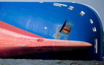 Αίσιο τέλος για τους τέσσερις παγιδευμένους ναυτικούς στο φορτηγό πλοίο που πήρε κλίση