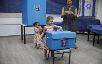 Μεγάλο ντέρμπι στις εκλογές του Ισραήλ δείχνουν τα exit poll