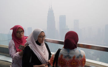 Τοξικά νέφη έκλεισαν σχολεία και αεροδρόμια σε Μαλαισία και Ινδονησία
