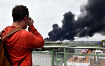 Περιορίστηκε η πυρκαγιά σε χημικό εργοστάσιο στη Ρουέν, κίνδυνος μόλυνσης του Σηκουάνα