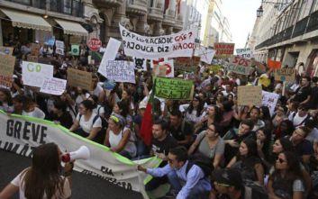 Βίαιη απομάκρυνση ακτιβιστών από κεντρικό δρόμο της Λισαβόνας