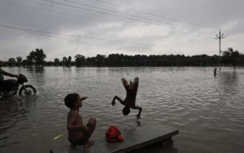 Ινδία: Στους 73 οι νεκροί από τις έντονες βροχοπτώσεις