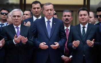 Ο πρώην συνεργάτης του Ερντογάν που ετοιμάζεται να ιδρύσει δικό του κόμμα