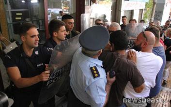 Ένταση έξω από το συμβολαιογραφείο στο κέντρο της Αθήνας, ακίνητο θα βγει σε πλειστηριασμό