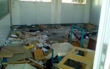 Κατεστραμμένο λυόμενο νηπιαγωγείο σε οικισμό ρομά