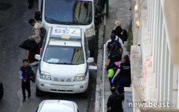 Στη Διεύθυνση Αλλοδαπών τα άτομα που έμεναν στο υπό κατάληψη κτίριο