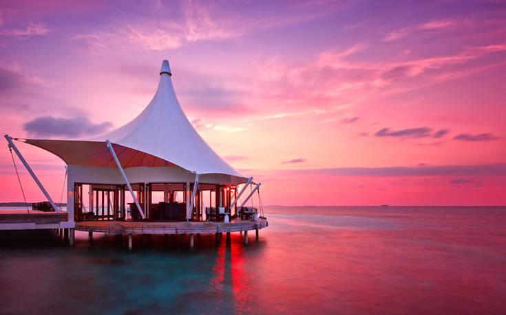 Ραντεβού στις Μαλδίβες για τον πιο luxury μήνα του μέλιτος