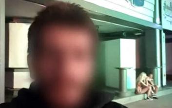 Οι selfies του «βιαστή του Κάβου» στους δρόμους της Κέρκυρας: «Νιώθω αηδιασμένη»