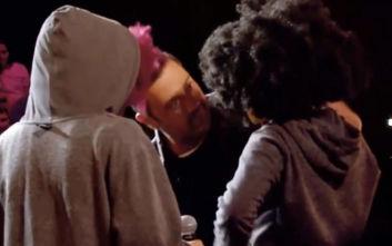 X-Factor: Φόρεσαν μάσκες, ξεκούφαναν τους κριτές και συγκίνησαν τον Θεοφάνους