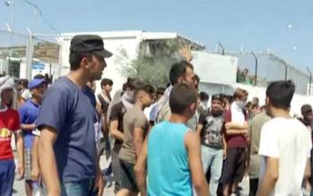 Δακρυγόνα, συγκρούσεις και ισχυρές δυνάμεις της ΕΛΑΣ στη Μόρια