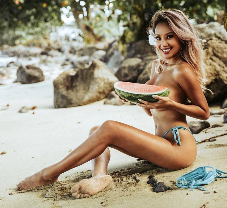Οι σέξι πόζες της στέλνουν… αδιάβαστους τους followers της – Newsbeast