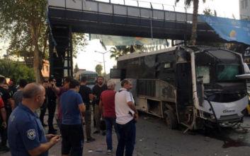 Τουρκία: Βομβιστική επίθεση σε λεωφορείο με αστυνομικούς, αρκετοί τραυματίες