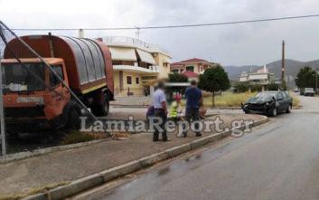 Αυτοκίνητο εμβόλισε απορριμματοφόρο σε διασταύρωση της Λαμίας