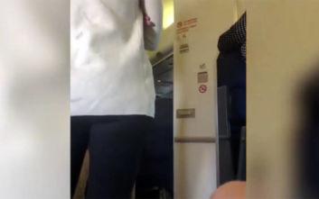 Οι ασυγκράτητες ορέξεις ενός ζευγαριού δημιούργησαν ουρές σε τουαλέτα αεροπλάνου